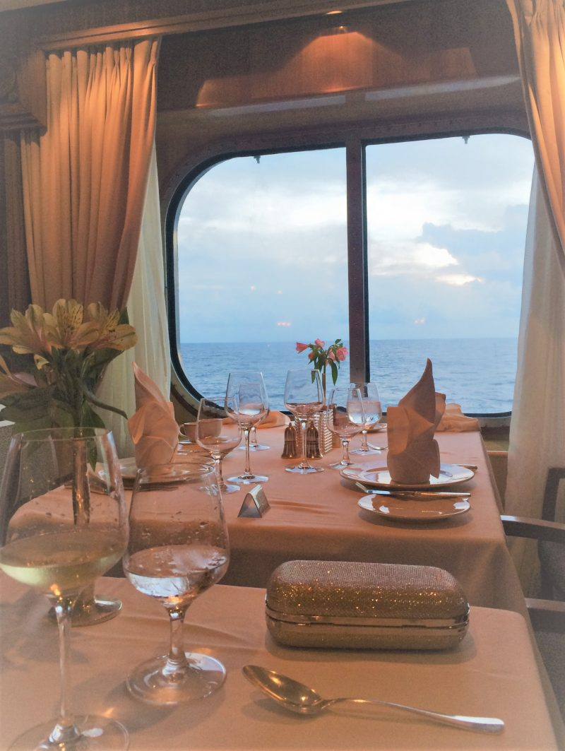 queen mary 2 dinner